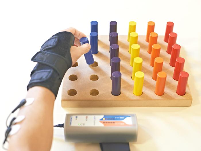 手のまひ治療 電気刺激療法
